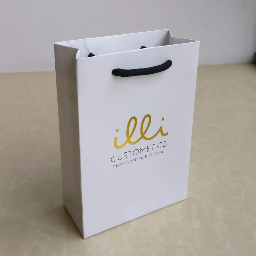 Wholesale custom luxury paper shopping bags with handle custom foil stamping your own logo bags  77325